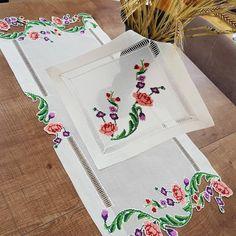 Cloth Table Covers, Bargello, Cross Stitch, Embroidery, Crochet, Diy, Tablecloths, Punto De Cruz, Needlepoint