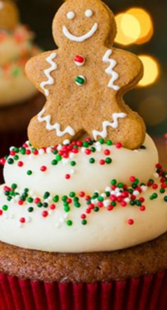 Gingerbread Cupcakes {with Cream Cheese Frosting} - Cooking Classy Christmas Cupcakes Decoration, Holiday Cupcakes, Holiday Cookies, Holiday Desserts, Holiday Treats, Holiday Foods, Holiday Baking, Cupcake Frosting Recipes, Cupcakes With Cream Cheese Frosting