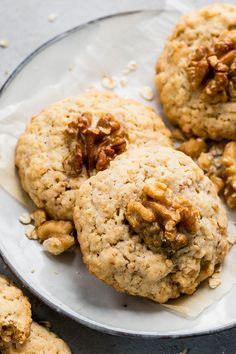 Schnelle Walnusskekse mit Haferflocken These biscuits are always kept in stock! Easy Smoothie Recipes, Easy Smoothies, Healthy Crockpot Recipes, Healthy Meals For Kids, Healthy Snacks, Easy Meals, Cookie Recipes, Snack Recipes, Dessert Recipes
