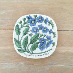 Arabia of Finland Botanica plate, myosotis scorpiodes designed by Esteri Tomula Plate Wall Decor, Plates On Wall, Ceramic Plates, Decorative Plates, Vintage Dishware, Art N Craft, Plate Art, Ceramic Design, Wall Plaques