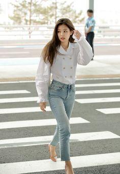 K-pop Fashion - Blackpink Jennie Inspired Blackpink Outfits, Kpop Fashion Outfits, Casual Outfits, Work Outfits, School Outfits, Blackpink Jennie, Blackpink Fashion, Asian Fashion, Petite Fashion