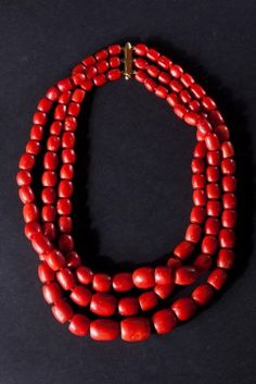 "Mediterranean red coral and gold necklace, early XX century Mediterranean red coral and gold necklace. Beginning of the twentieth century. Important necklace with three strands of red Mediterranean coral beads exceptional caliber. Up to the first 900 jewels of this bill, called the ""line of bridal"" were donated to the wife by the husband's family with protective value and auspicious."