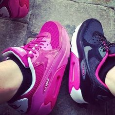 Sneakers Nike air max. i got the black ones this christmas..i love em.