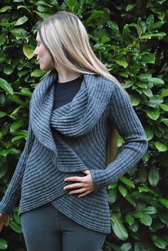 traveling sweater... yeah, i need to make this. i keep coming back to this pattern...