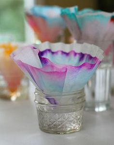 Looking for some spring themed science for kids? You'll definitely want to explore chromatography using coffee filters and markers. The results from this science experiment can even be used to create a colorful butterfly craft for kids! Science Crafts, Kindergarten Science, Science Classroom, Science Fair, Teaching Science, Science For Kids, Science Projects, Preschool Crafts, Crafts For Kids
