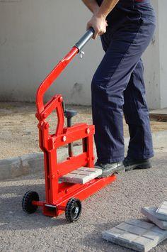 Cortador de terrazo manual. Sin electricidad. desarroya un burro de potencia. http://www.materialespujante.com/es/cortadores-manuales-para-material-de-obra/3689-cortabloques-b-13-8413797059250.html