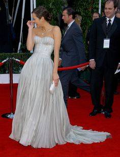 Marion Cotillard, such a great shape. The pleats give great texture.