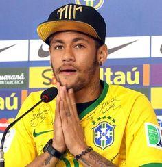 """10/07/2014 18h04 - Atualizado em 10/07/2014 21h52 Neymar chora ao comentar a lesão: """"Poderia estar numa cadeira de rodas"""" 10/07/2014."""