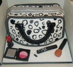 Cute leopard purse cake