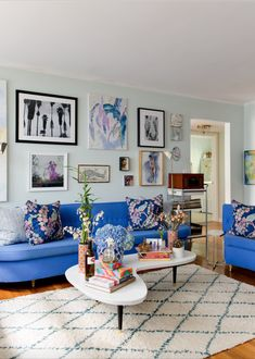 The living room& custom couches feature pantone& 2014 col Tropical Bathroom, Charleston Homes, Eclectic Living Room, Budget Bathroom, Best Budget, Interior Design Tips, Retro, Craft, Gallery Wall