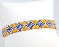 Artículos similares a Chamane - Lot de bracelets manchettes boho bordeaux et dorés en tissage de perles miyuki delica en Etsy Loom Bracelet Patterns, Bead Loom Bracelets, Bead Loom Patterns, Beading Patterns, Bead Embroidery Jewelry, Beaded Jewelry Patterns, Seed Bead Jewelry, Loom Beading, Bead Weaving