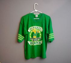 f25992013 Vintage Milwaukee Bucks Tshirt 1970s NBA Basketball XL Extra Large Football  Style Jersey Graphic Tee