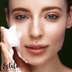 You must be tired of dealing with your oily skin, aren't you? Here we list down some important facts about your oily skin to guide you in a better understanding of your skin type so you can address your skin care concern the right way. Best Skin Care Regimen, Oily Skin Care, Healthy Skin Care, Facial Skin Care, Skin Care Tips, Winter Beauty Tips, Make Up Gesicht, Combination Skin Care, Dry Skin Remedies