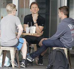 海外セレブニュース&ファッションスナップ: 【トム・ヒドルストン】トムの声は届かない…?報道されている破局理由にトムの友人が反論「トムが別れを切...