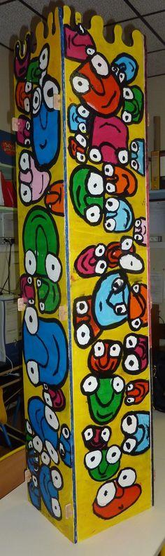 Sculpture sur bois Sanfourche Le Totem, Keith Haring, Art Plastique, Teaching Art, Smurfs, Holiday Decor, Drawings, Picasso, Joseph