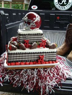 This is the cake! Alabama Baby, Sweet Home Alabama, Alabama Football, Alabama Crimson Tide, Alabama Grooms Cake, Alabama Cakes, Grooms Cake Tables, Groom Cake, Groomsman Cake