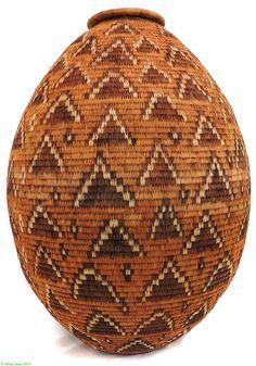 Africa   Lidded basket from Uganda   Papyrus Fiber