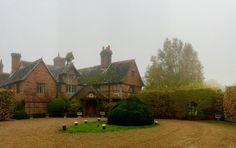 Unexpected stay over in #london at this awesome manor! Harry Potter was a no show.