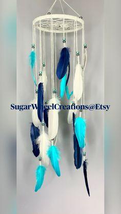 Diy Crafts Jewelry, Diy Home Crafts, Diy Arts And Crafts, Dreamcatchers Diy, Boho Dreamcatcher, Macrame Wall Hanging Diy, Hanging Beads, Nursery Mobiles, Nursery Decor