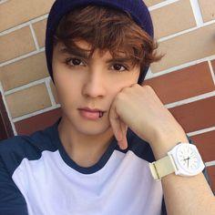 Libardo Isaza (@LibardoIsaza) | Twitter Emo Guys, Cute Guys, Abs Boys, Asian Short Hair, Abs Workout Routines, Boy Photography Poses, Cute Teenage Boys, Celebrity Dads, Big Sean