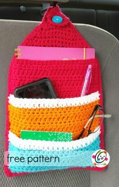 Pattern: Keep It Handy Organizer Keep It Handy Organizer - free crochet pattern by Heidi Yates at Snappy Tots.Keep It Handy Organizer - free crochet pattern by Heidi Yates at Snappy Tots. Crochet Car, Crochet Purses, Crochet Home, Crochet Gifts, Free Crochet, Purse Organizer Pattern, Crochet Organizer, Crochet Storage, Crochet Designs
