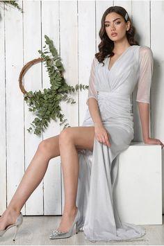 ROCHIE DE LUX - LUXURY DRESS POARTA VOGLIA.RO PENTRU O APARITIE DE NEUITAT! #ROCHII #rochiideseara #elegance #fashion #silver #luxurydress #eveningdress Luxury Dress, Fashion Dresses, Gowns, Fashion Show Dresses, Vestidos, Dresses, Trendy Dresses, Stylish Dresses, Gown