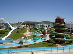 An alle Schwimmfanatiker und Wasserrutschen-Fans da draußen: Das sind die besten Hotels mit Wasserparks in ganz Europa.