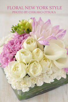 rosa e bianco flowers Tropical Flower Arrangements, Modern Floral Arrangements, Arte Floral, Garden Painting, Flower Centerpieces, Centerpiece Ideas, Flower Boxes, Fresh Flowers, Summer Flowers