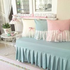 Cama Box, Classic Home Decor, Baby Pillows, Shabby Chic Decor, Home Textile, Decor Interior Design, Decoration, Office Decor, Diy Home Decor