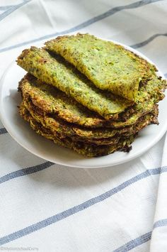 Make these yum, healthy and supper addictive vegan low-carb zucchini tortillas/rotis today if you love the idea of low-carb eating. Best Low Carb Recipes, Low Sugar Recipes, Low Carb Dinner Recipes, Veg Recipes, Almond Recipes, Low Carb Desserts, Baking Recipes, Vegetarian Recipes, Dessert Recipes