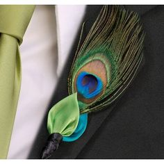 The Peacock Wedding Boutonniere will add a pop of color to the groom and his groomsmen wedding attire! Peacock boutonniere features vibrant colors of blue and green. #wedding #peacock #daisydays