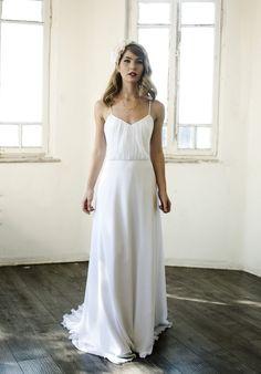 Simple Beach Wedding Dress Romantic Chiffon von MotilFineDesign