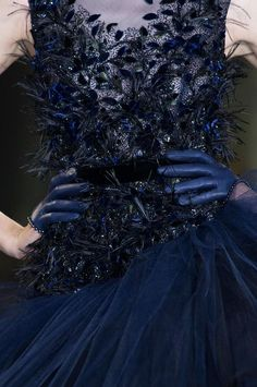 Detailed photos of Ralph & Russo Haute Couture Fall 2014 Couture Details, Fashion Details, Blue Fashion, Runway Fashion, 3d Fashion, Fashion Trends, Ralph Et Russo, Style Bleu, Style Work