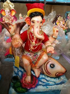 My visit to a Ganesha Kala Kendra art workshop in Mumbai selling artistic Ganesha idols for Ganesh Chaturthi festival.