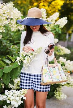 Floral on the Corner (Classy Girls Wear Pearls) Classy Girl, Classy Chic, Prep Style, My Style, Blue Gingham, Gingham Shorts, Classic Wardrobe, Outfits With Hats, Girls Wear