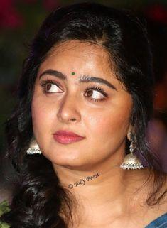 Anushka Latest Photos, Anushka Photos, Beautiful Bollywood Actress, Most Beautiful Indian Actress, Actress Anushka, Tamil Actress, Oily Face, Oily Skin, Salma Hayek Photos