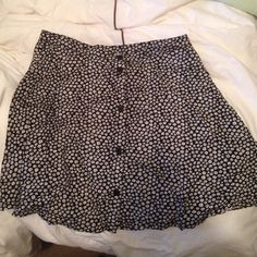 Skirt Black & White flower print skirt with buttons in front H&M Skirts