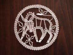 Imagen relacionada Lace Heart, Lace Jewelry, Lace Making, Bobbin Lace, Lace Detail, Horoscope, Zodiac Signs, Dream Catcher, Butterfly