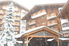 La Reine Neige est toujours présente au RoyAlp! Venez en profiter avec nos offres spéciales ici : goo.gl/oRu3cz Spa, Le Havre, Cabin, House Styles, Swiss Alps, Queen, Winter, Cabins, Cottage