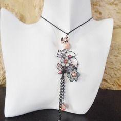 Pendentif collier romantique, glamour à fleur noir chaine longues décoletté