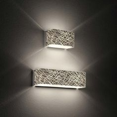 Leucos Block P29 lampada da parete in vetro serigrafato platino con effetto tridimensionale, o bianco. Predisposta per n. 1 lampadine fluorescente 26w G24q-3 - esclusa