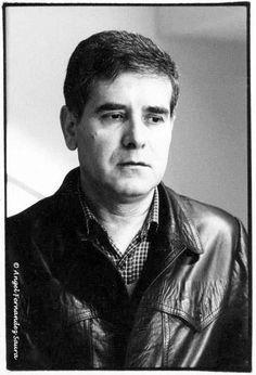 """El escritor murciano Miguel Espinosa forma parte de mi archivo profundo. Él murió mucho antes de que yo participara en la producción de un espectáculo escénico multimedia basado en su novela """"Tríbada"""". El retrato, de Ángel F. Saura, lo muestra tal como lo he imaginado siempre."""