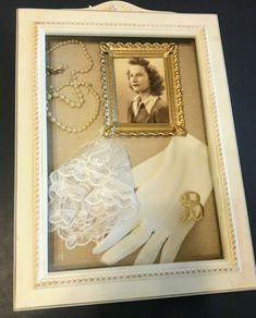 Ideas family history wall pictures for 2019 Shadow Box Memory, Diy Shadow Box, Shadow Box Frames, Memory Frame, Vintage Collage, Vintage Display, Shadow Box Kunst, Memory Crafts, Vintage Jewelry Crafts