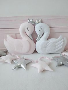Swan Pillow swan Cushion Crescent Pillow Nursery D Baby Pillows, Kids Pillows, Baby Bedding, Baby Room Decor, Nursery Decor, Diy For Kids, Gifts For Kids, Diy Cushion, Baby Kind