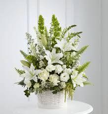 Resultado de imagen para arreglos florales con rosas y lilium