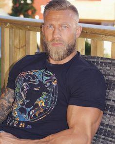 Top 33 beard styles for men in 2019 00025 Related Beard Styles For Men, Hair And Beard Styles, Handsome Male Models, Handsome Bearded Men, Beard Tattoo, Tattoo Man, Mature Men, Hairy Men, Good Looking Men