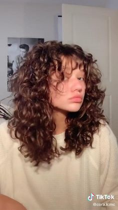Curly Shag Haircut, Curly Hair Fringe, Curly Hair With Bangs, Colored Curly Hair, Haircuts For Curly Hair, Curly Hair Tips, Curly Hair Care, Short Curly Hair, Curly Hair Styles