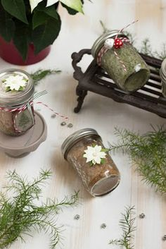Basilikumsalz und Glühweinzucker - Geschenke aus der Küche + Freebie Mason Jars, Presents, Wordpress, Home Decor, Basil, Diy Gifts, Christmas Time, Sugar, Advent Calenders