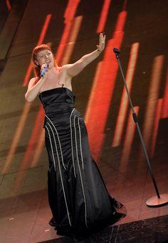 Festival di Sanremo 2014: Gli Abiti e i Look della Terza Serata | Look! inside you Noemi Red Hair