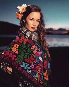Cata, Singers, Photo Shoot, Christmas Sweaters, Crushes, Celebs, Women, Fashion, Musica